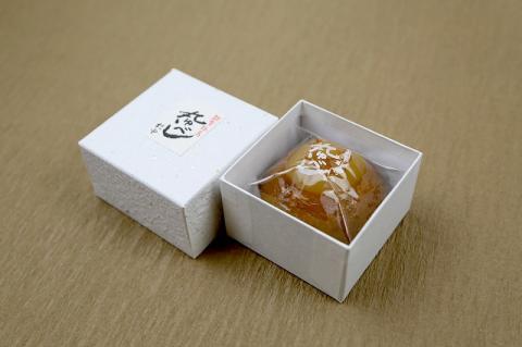 【輪島の歴史ある高級和菓子】創業85年の老舗菓子店の柚餅子(1個入り)